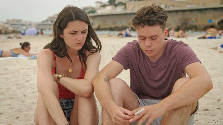 Lise in spiaggia col suo ragazzo