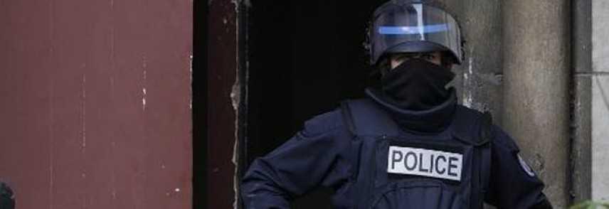 Parigi, uomo armato di coltello uccide madre e sorella. Assalitore freddato dalla Polizia