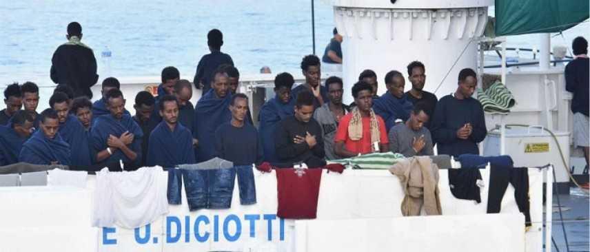 """Fico contro Salvini: i migranti sulla Diciotti """"devono poter sbarcare"""""""