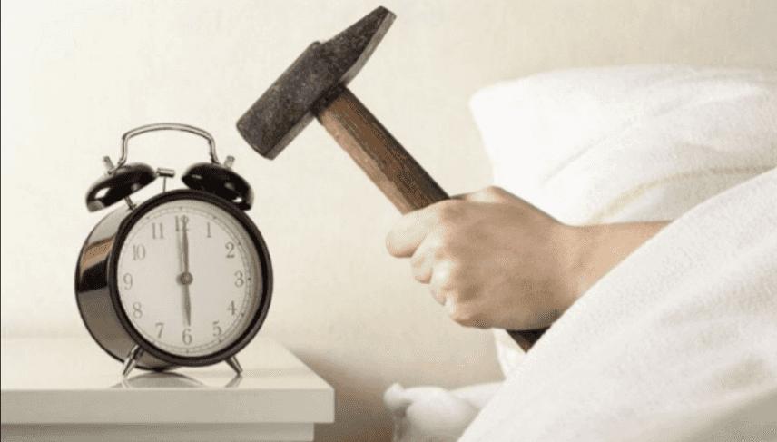 Estate, svegliarsi riposati per affrontare il lavoro. Intervista allo Psicologo Massimiliano Gaudino