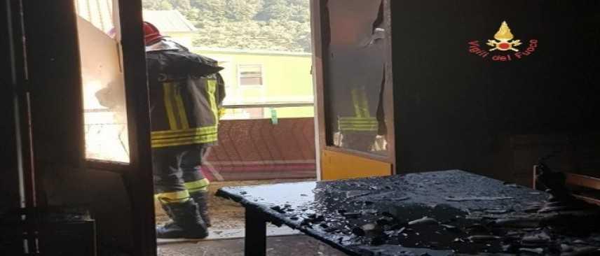 Incendio abitazione questa mattina in Via Dante Alighieri, nel comune di Nocera Terinese (CZ)