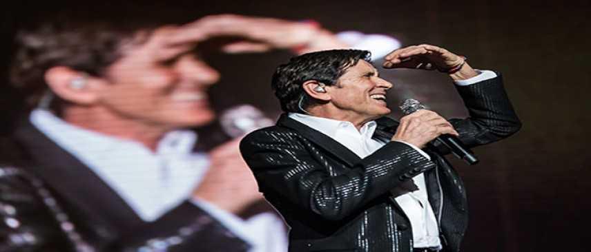 """Domani sera Gianni Morandi alla Summer Arena di Soverato per il """"d'amore d'autore"""" tour"""