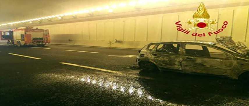 Incidenti stradali: scontro in galleria, 20enne muore carbonizzato in auto