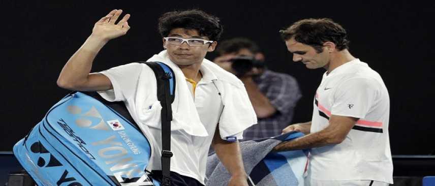 Tennis, Australian Open: Chung si ritira e Federer vola in finale contro Cilic