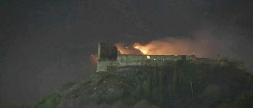 Val di Susa, incendio al monastero della Sacra di San michele