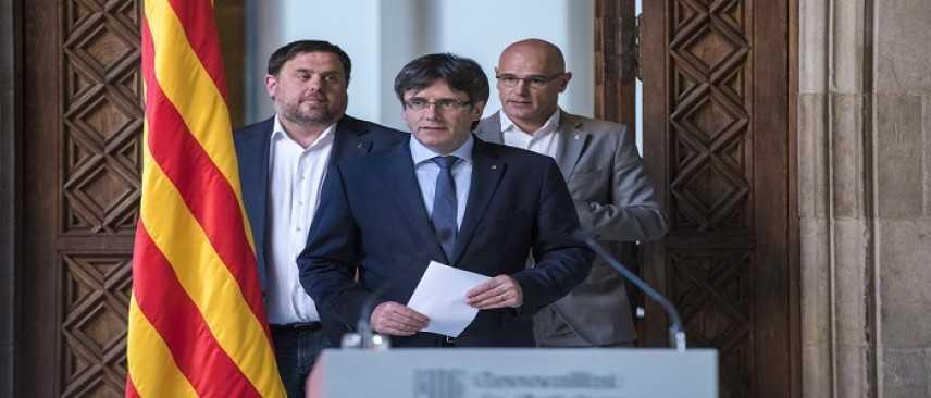 Catalogna, attesa per la dichiarazione d'indipendenza in Parlamento. Puigdemont rischia il carcere