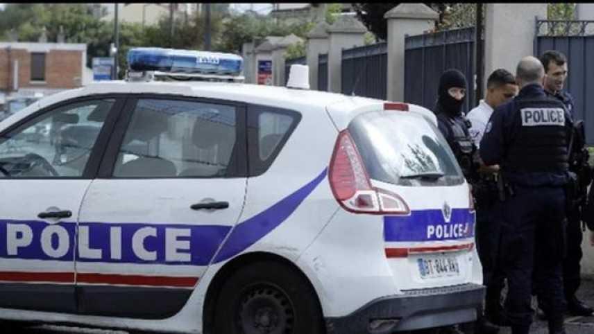 Parigi: tenta di accoltellare militare in metro. Nessun ferito