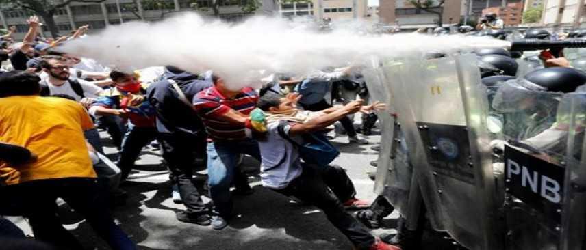 Venezuela, proteste dopo il voto: 12 morti