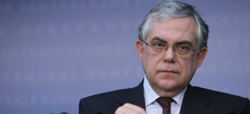 Grecia, pacco bomba esplode in auto ex premier Papademos: ferito ma non in pericolo di vita