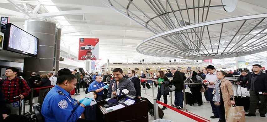 """Usa, media lanciano l'allarme: """"Nuovi pc-bomba dell'Isis non rilevabili negli aeroporti"""""""