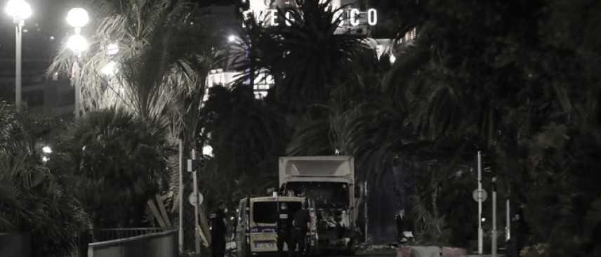 Strage Nizza, ancora 31 gli Italiani dispersi. Stato Islamico rivendica l'attentato