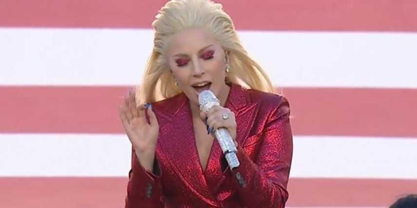 Super Bowl. Vittoria per i Denver Broncos, ma le regine sono Lady Gaga e Beyoncé.
