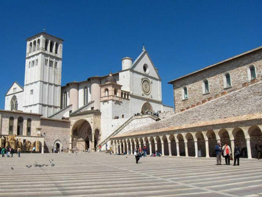 Assisi, Papa Francesco accenderà albero e presepe per migranti domenica 6/12