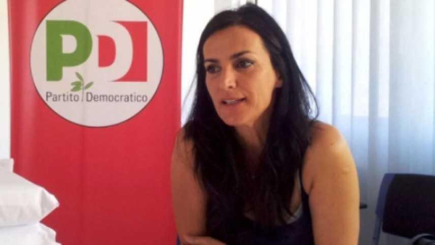"""Sardegna, spese pazze, il sottosegretario Barracciu rinviata a giudizio: """"Innocente ma mi dimetto"""""""