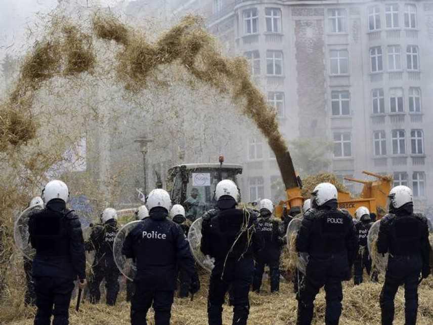 #bastaschifezze: Coldiretti, in difesa del Made in Italy agroalimentare. Scontri a Bruxelles