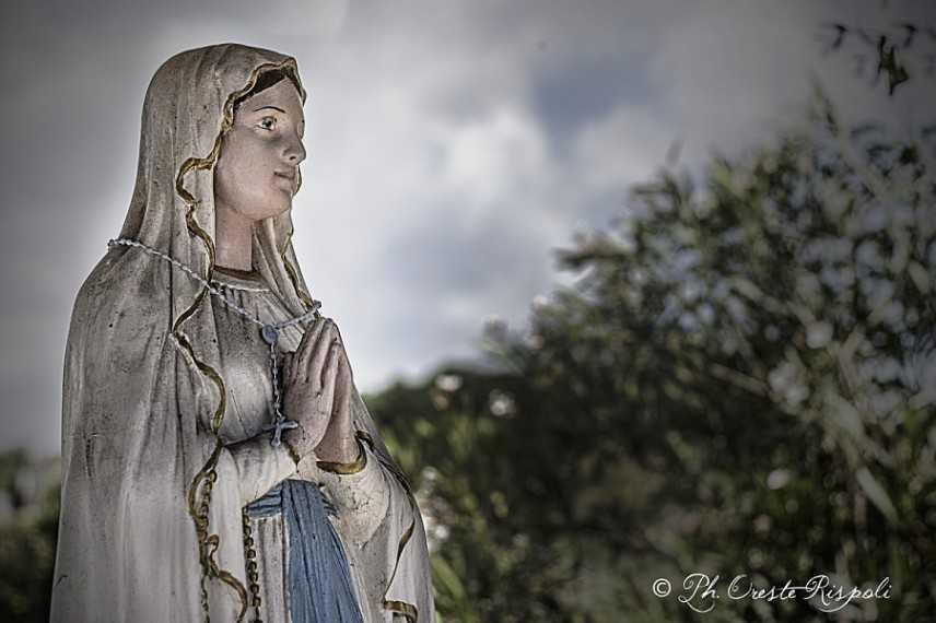 Un pensiero a Maria. Prega per noi peccatori