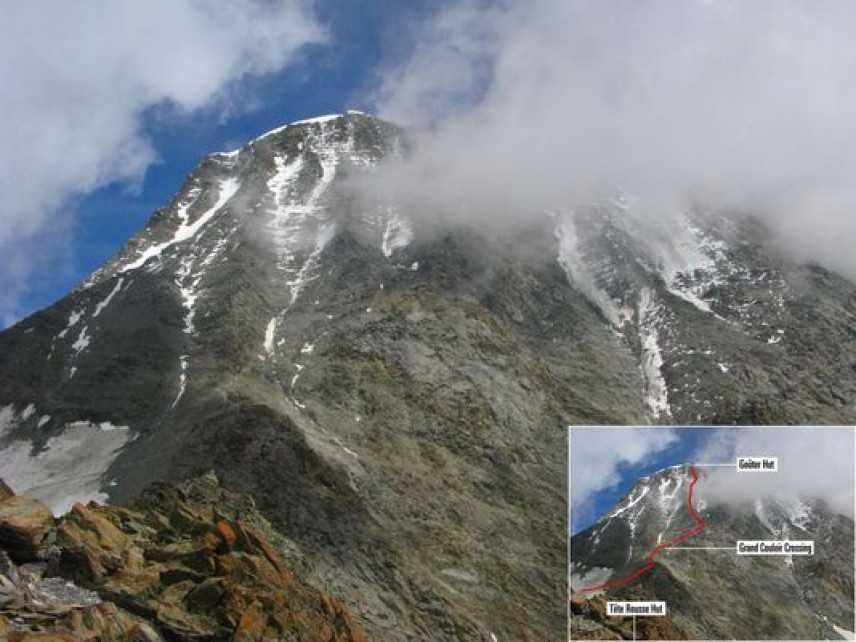 Monte Bianco, forte vento in quota impedisce operazioni di soccorso a due alpinisti bloccati