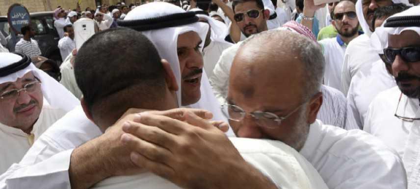 Kuwait, attentato in una moschea sciita: 25 morti durante la preghiera