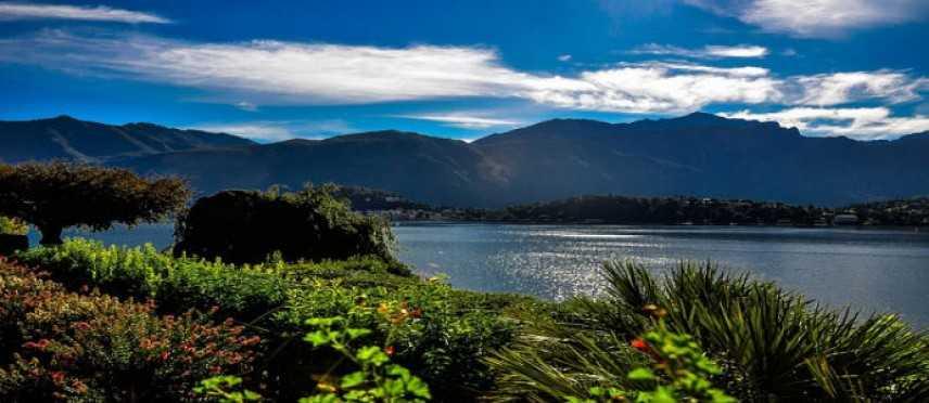 La regione dei laghi in Lombardia: un itinerario rilassante attraverso antichi borghi