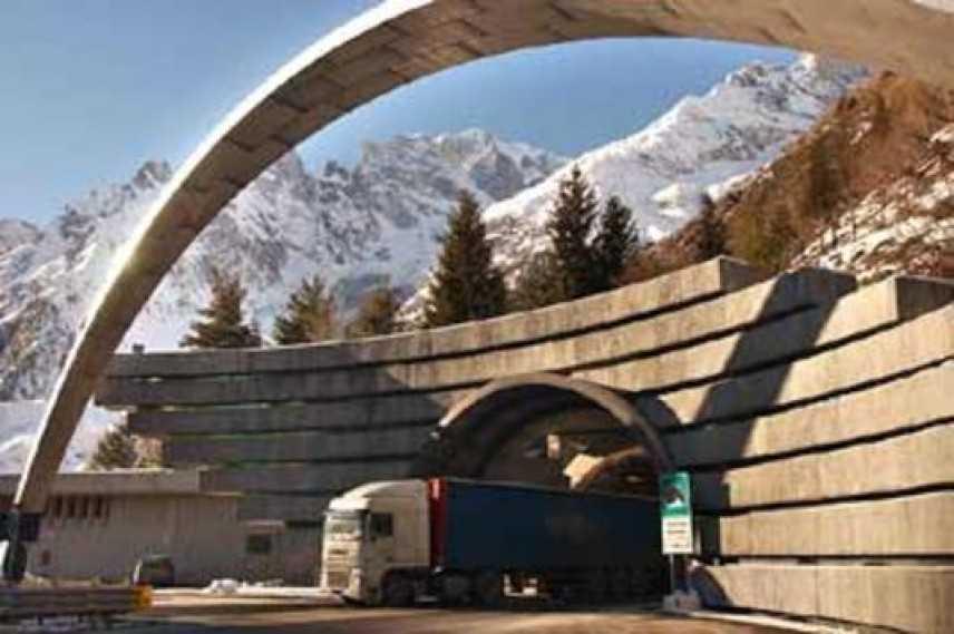 Traforo del Monte Bianco, interrotta la circolazione nella notte tra giovedì e venerdì