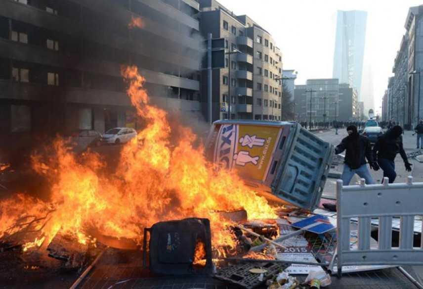 Bce: scontri e assalto alla nuova sede, 350 arresti