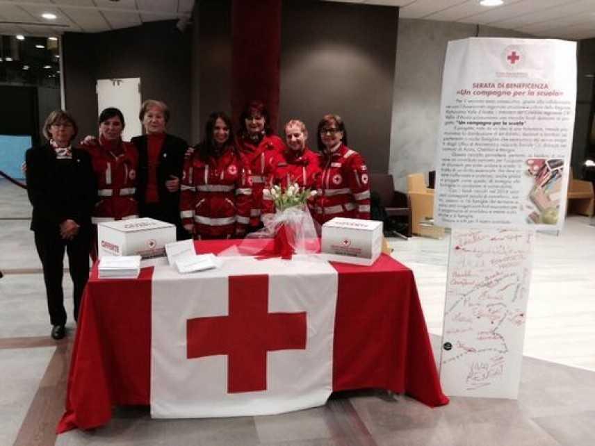 La Croce Rossa raccoglie fondi per il diritto allo studio per le famiglie in difficoltà