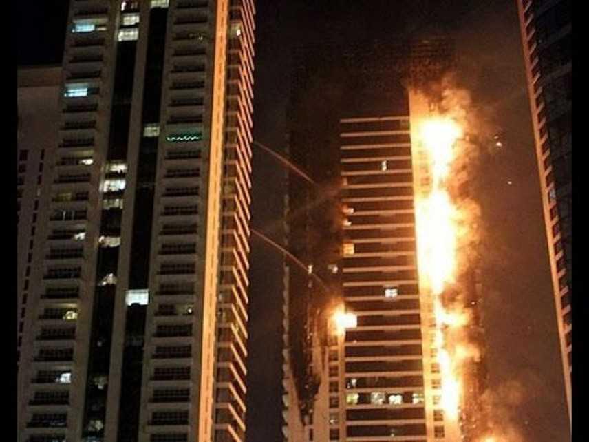 Incendio a Dubai: fiamme distruggono la Torch Tower