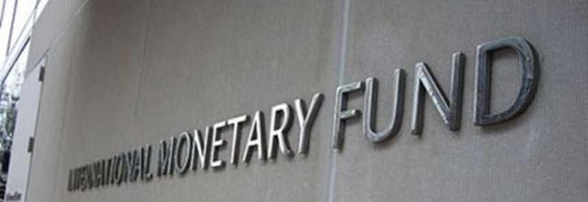 L'FMI riformula le stime, in calo per tutti i paesi, e spinge i governi ad allentare sull'austerità