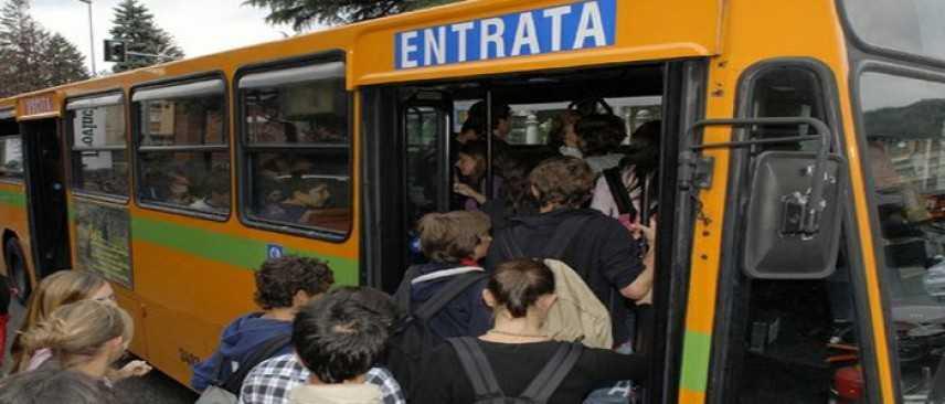 """Bari: scatta l'inchiesta per """"Interruzione di pubblico servizio"""" dopo il video di Decaro"""