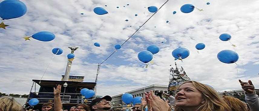 """Ucraina verso la Nato, Kiev rinuncia allo status di """"Paese non allineato"""""""