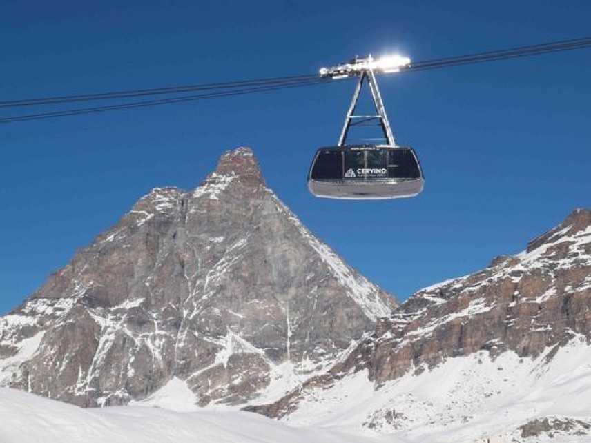 Cervinia, si inaugura la stagione sciistica con la prima neve