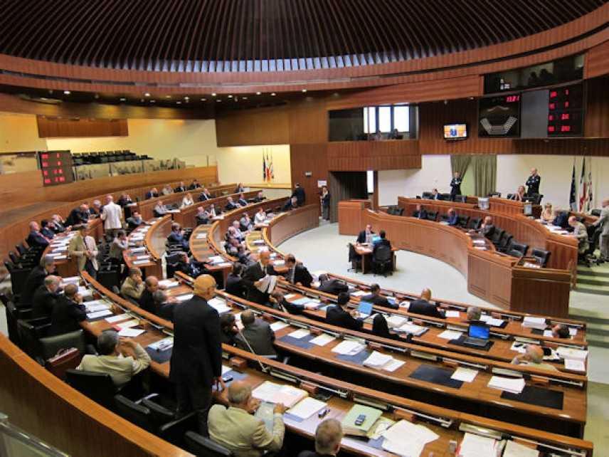 Sardegna, scandalo fondi ai gruppi consiliari. Altri ventisette ex consiglieri indagati dal Pm