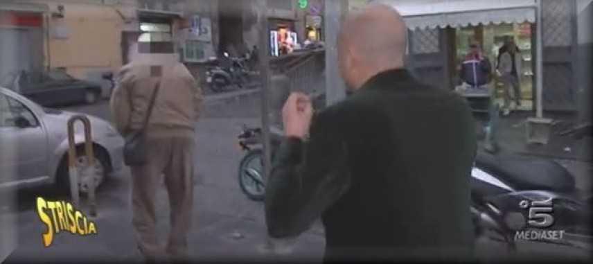"""Striscia Smaschera un giro di """"mazzette"""" nel tribunale di Napoli"""