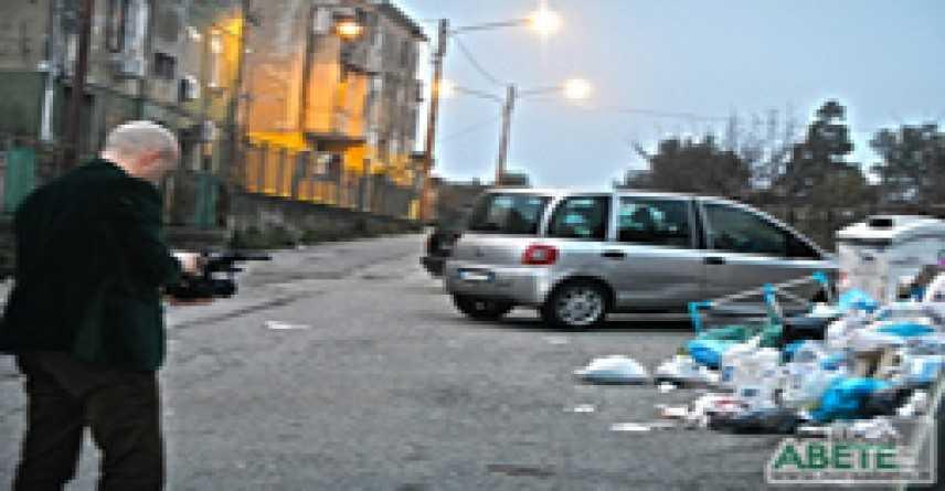 Stasera a Striscia La Notizia l'emergenza rifiuti calabrese