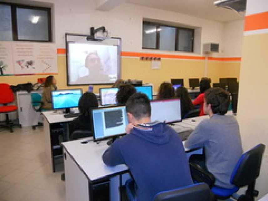"""""""Webchattiamo dal Pianeta Scuola"""": a scuola di giornalismo web tv con il progetto di video-chat"""