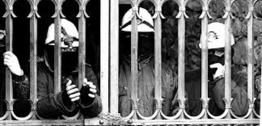 Iglesias,operai ex Rockwool occupano galleria Villamarina