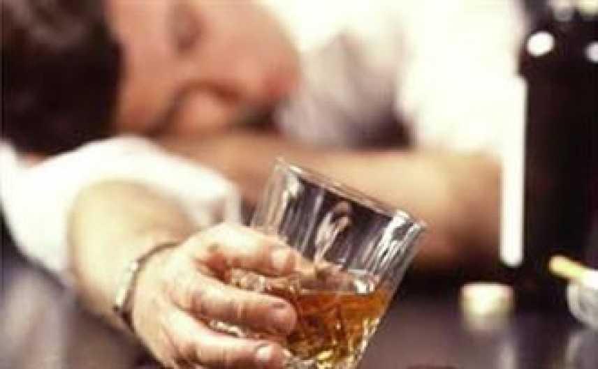 Come nasce la dipendenza dall'alcol: la scoperta dell'Università di Cagliari