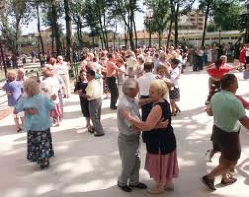 """Roma: ultimo appuntamento con """"Balla con i nonni"""", progetto di danza per anziani"""