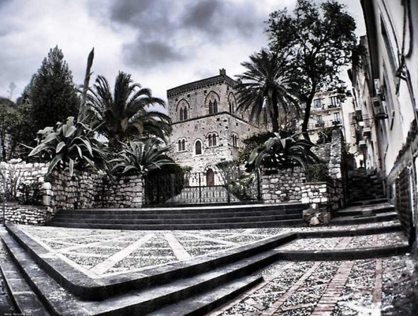 """InArt - """"Taormina Expo"""" apre le danze. Artisti siciliani per le celebrazioni del Centenario"""
