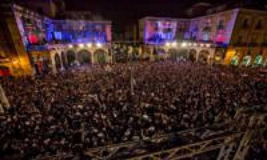 """Ieri sera 10.000 persone hanno ballato per le strade di Catania al ritmo """"Red Bull Double Trouble"""""""