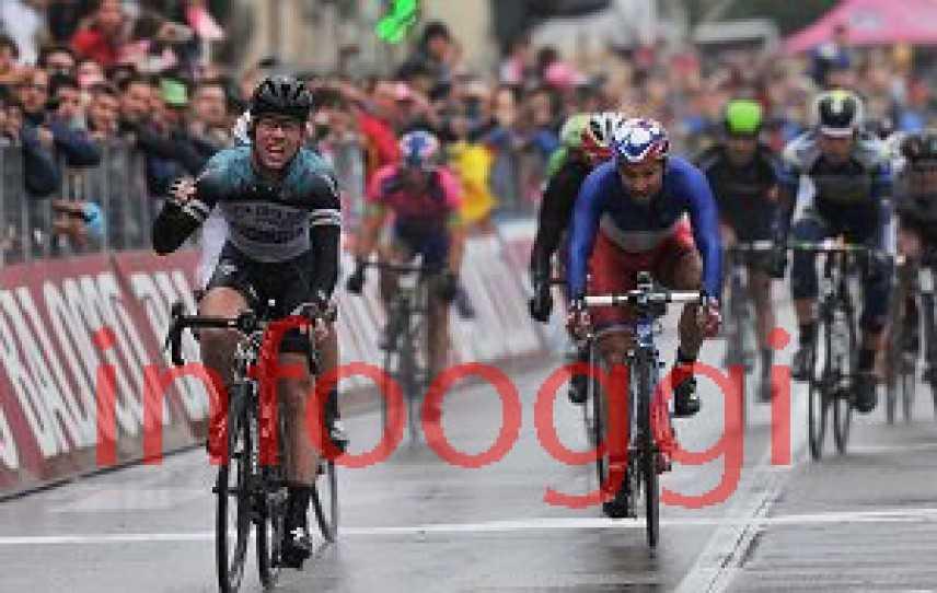 Giro d'Italia 2013, Mark Cavendish vince la 12^ tappa [VIDEO]