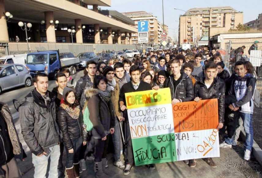 Torino, gli istituti Luxemburg e Copernico chiuderanno. Studenti chiedono la bonifica immediata