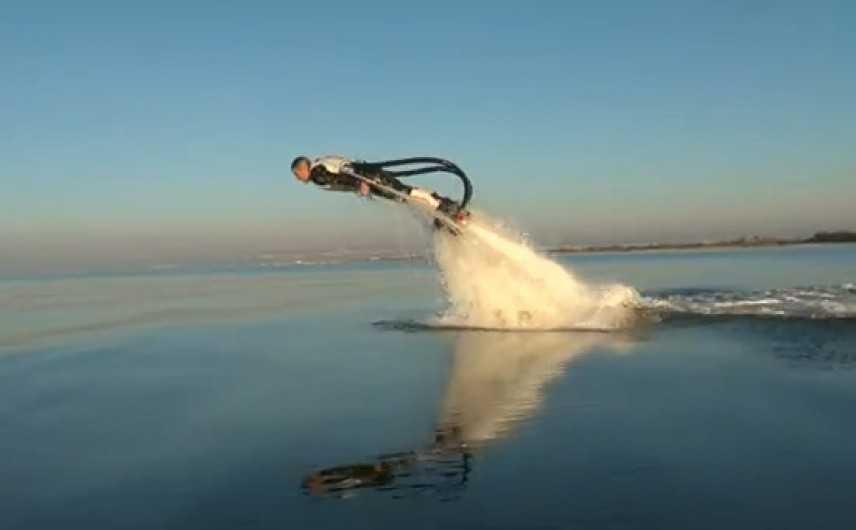 Volete saltare come un delfino? Ecco quello che fa per voi (VIDEO)