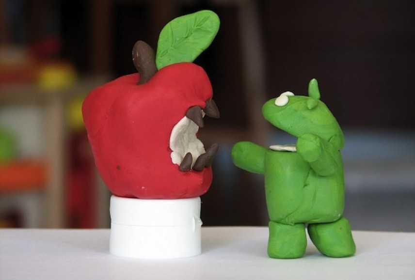 Google vs Apple: la guerra dei sistemi operativi smartphone