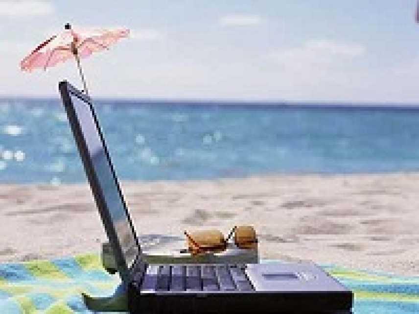 Il  74 per cento dei manager italiani non si stacca dal cellulare nemmeno in vacanza