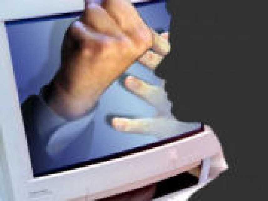 Cyberstalking: è reato ingiuriare e minacciare tramite social network come facebook