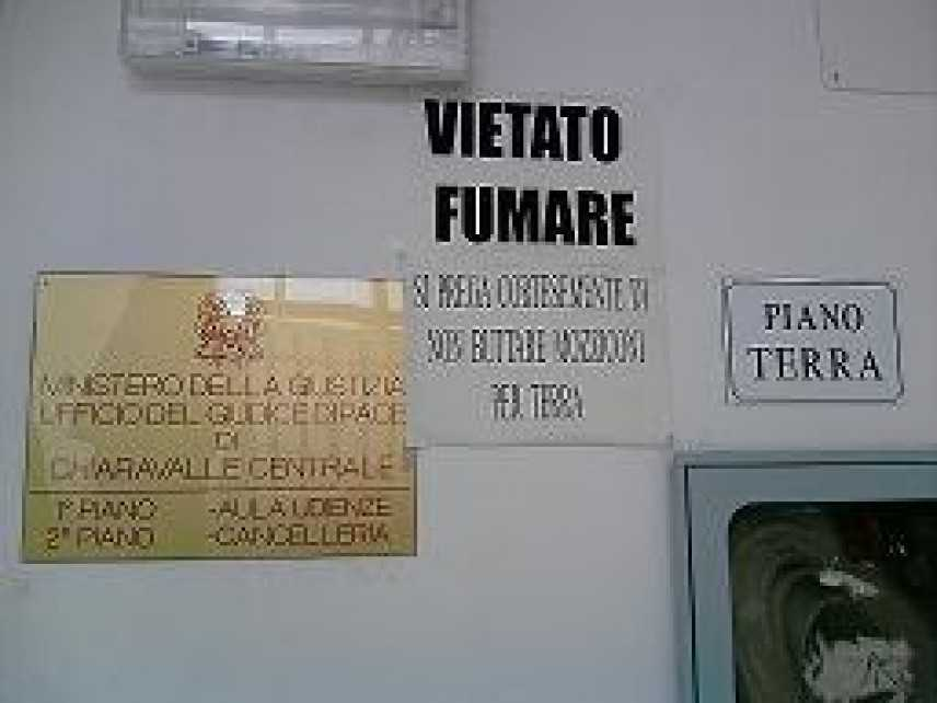 """""""Vietato Fumare"""": a Chiaravalle il primo a contravvenire il Tribunale"""