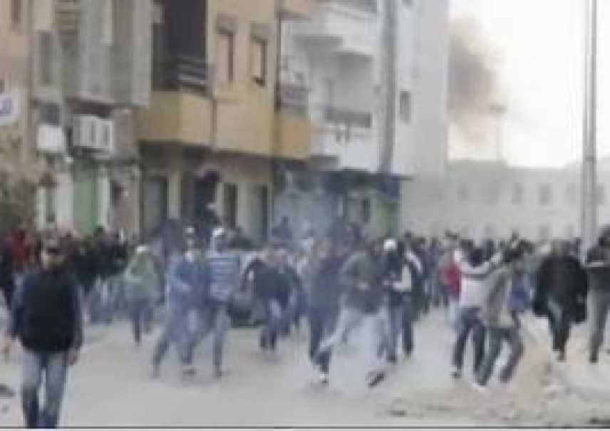 La battaglia per rovesciare il regime non si ferma. Allerta dell'Interpool per Gheddafi