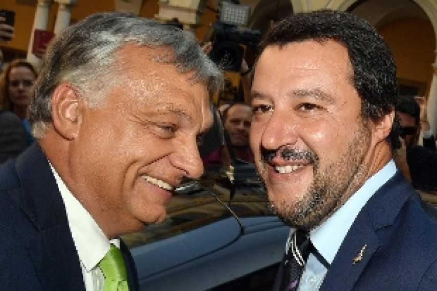 """Salvini, tensioni sulla questione migranti. Difende Orban: """"Governeremo l'Europa insieme""""."""