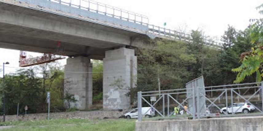 Viadotto A25  di Campo Croce, cemento si stacca a pochi metri da agenti polstrada